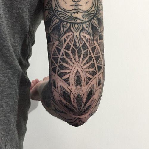 sashatattooing:✨ #sashatattooing #linework #dotwork #tattoo...