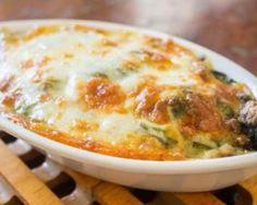 Gratin d'épinards et restes de poulet : http://www.fourchette-et-bikini.fr/recettes/recettes-minceur/gratin-depinards-et-restes-de-poulet.html