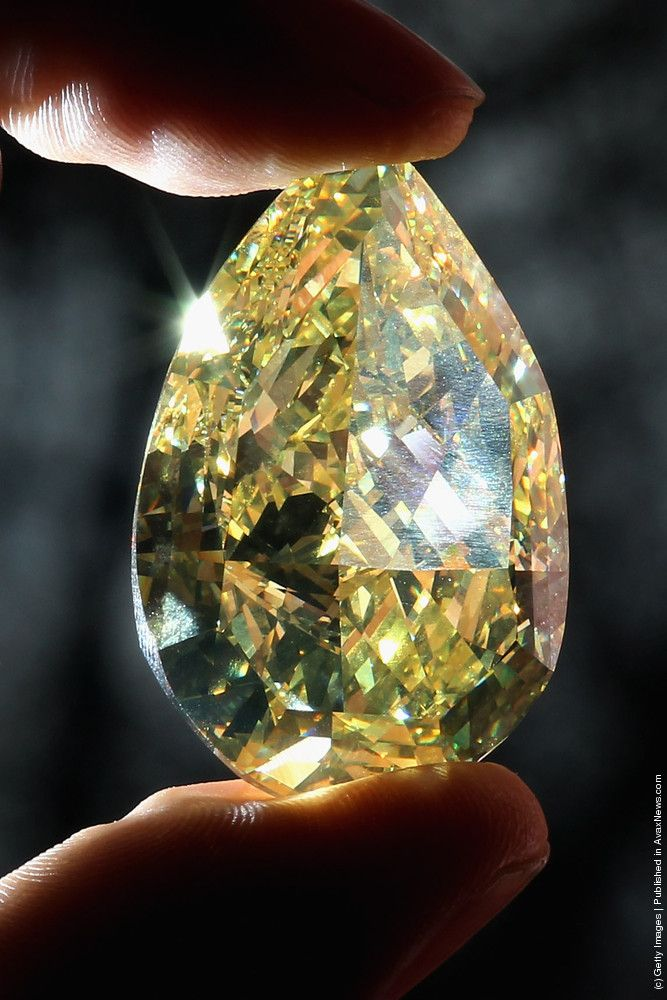A rare yellow pear-shaped diamond is held during a photocall at the Natural History Museum on February 24, 2011 in London, England. The 110.03 carat diamond, which is on loan from leading specialised diamond manufacturers Cora International, is the largest yellow pear-shaped diamond in the world. (Photo by Dan Kitwood/Getty Images)