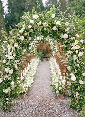 Champagner und Elfenbein Old World Charm Hochzeit Inspiration   – FLEUR // Arch