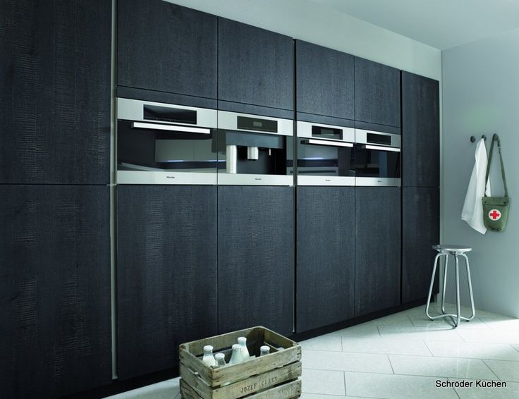Moderne Keukens Kenmerken Zich Door Strakke Lijnen, Veel Hoogglans En  Metalen Accessoires. Bekijk De