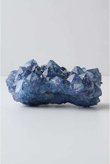 Blue Quartz streghten the immune system and the thyroid and aid the absorption of the B vitamins, zinc and iodine. It clears sinuses, reduces fevers and soothes heat stroke and sunburn. It also cleanses the aura, lowers anxiety levels and improves eyesight.