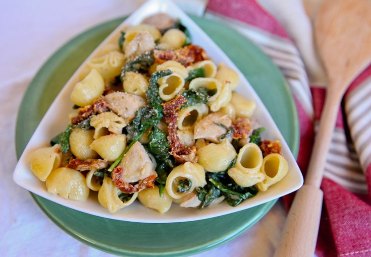 Pasta with Mascarpone, Chicken, Sun-Dried Tomatoes and Spinach