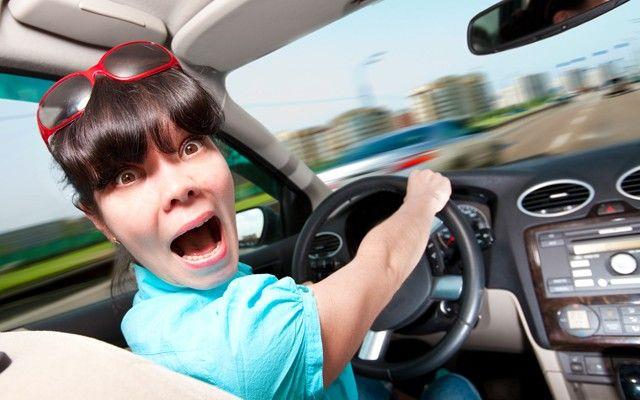 SOUND: http://www.ruspeach.com/en/news/9008/     Только женщины-водители могут в панике бросить руль и закрыть глаза, когда ведут машину [tòl'ka jènchini vadìteli mògut v pànike bròsit' rul i zakrìt' glazà kagdà vidùt mashìnu] - Only female drivers can throw a wheel in a panic and close eyes when drive a car.    только [tòl'ka] - only, merely, just  когда - when  закрыть - t