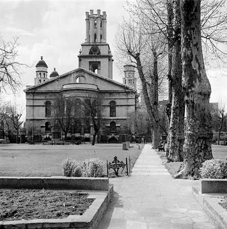 St George in the East, Cannon Street Road, Stepney. Eric de Mare, via English Heritage