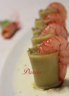Paccheri ripieni di carciofi con gamberoni su burrata http://leleccorniedidanita.blogspot.it/2012/05/paccheri-ripieni-di-carciofi-con.html