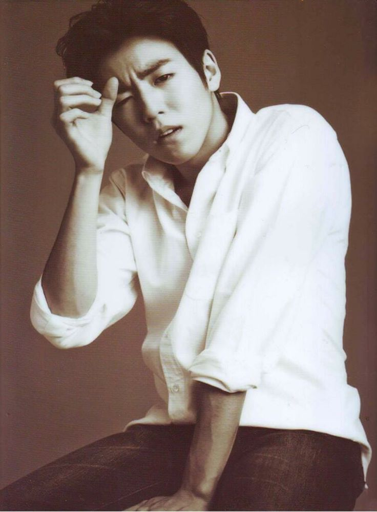 lee hyun woo. This picture is sooo hot.....!