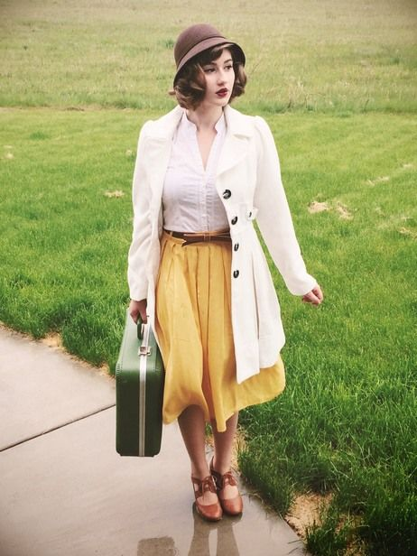 #Modest doesn't mean frumpy. www.ColleenHammond.com Traveling in style. #vintageinspired: