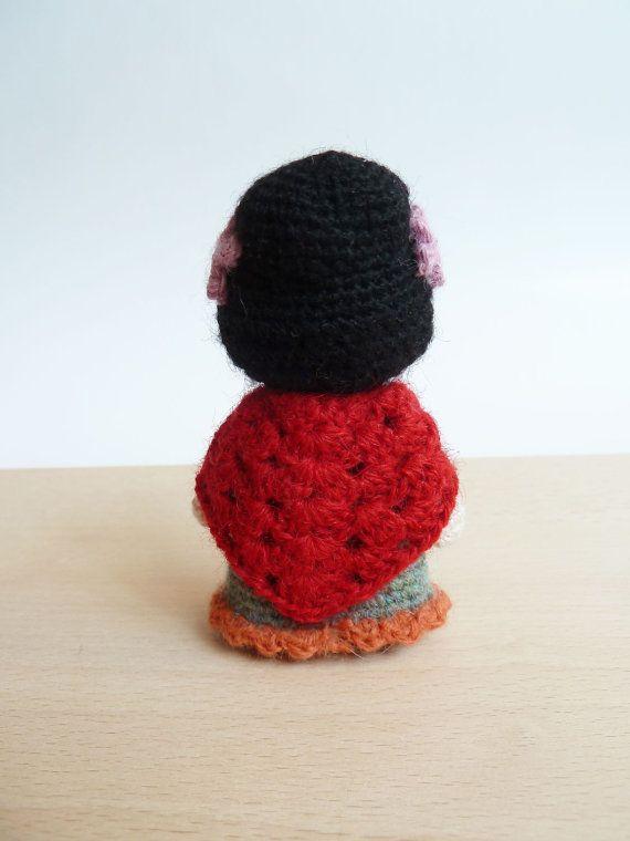 Frida Kahlo cute pocket amigurumi doll. por plushteam en Etsy
