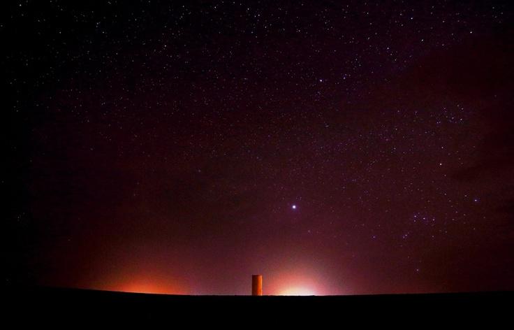 Orione tramonta sulla cisterna dell'acqua, Merzouga, Marocco