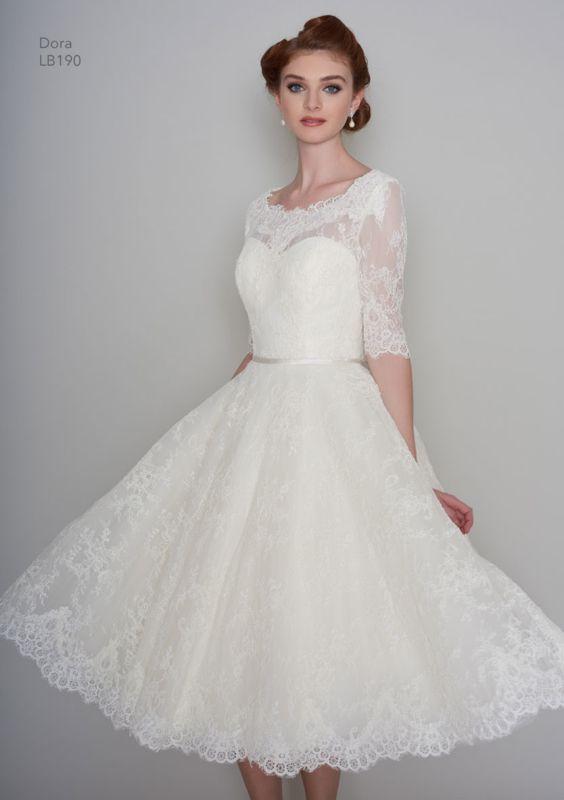 Nieuwe jurk! Merk : LouLou Type: Dora  Deze jurk wordt voor u op maat besteld.