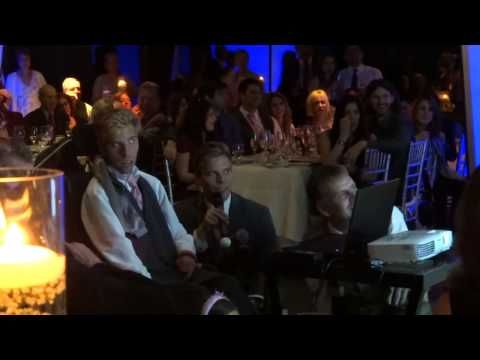 Noivo lê discurso no seu casamento feito pelo irmão gêmeo com paralisia cerebral - O Verso do Inverso
