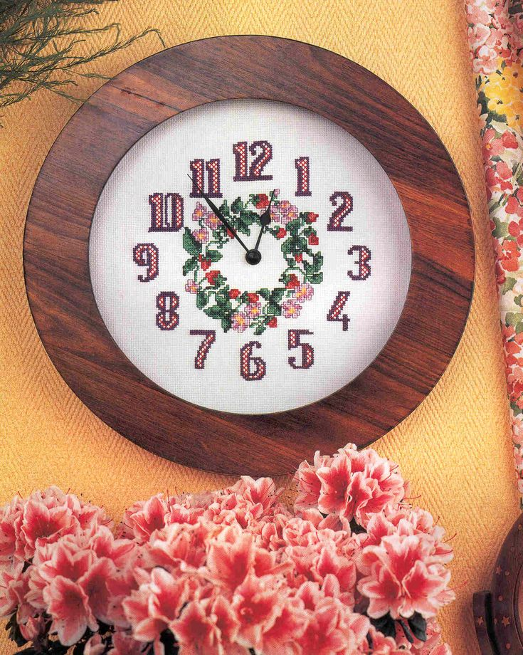 Schema punto croce Orologio Corona Floreale 1a