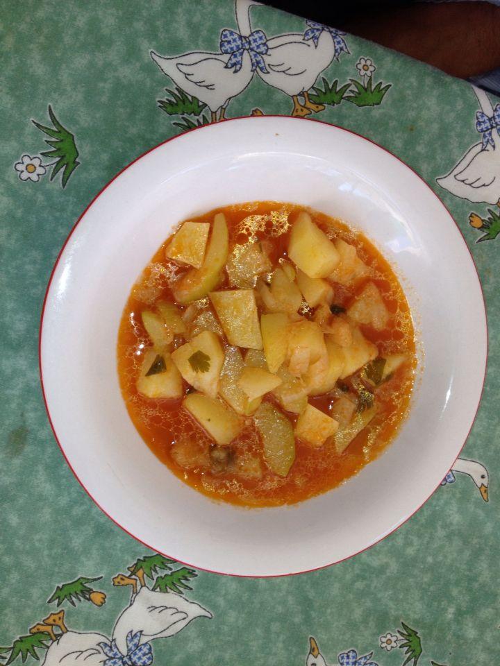 Cucuzza a cuppunedru, tipica ricetta siciliana a base di zucchina lunga, cipolla e patata, da gustare sia calda che fredda!