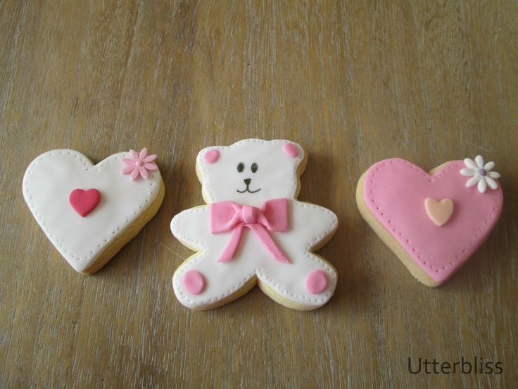 Teddy and heart biscuit.