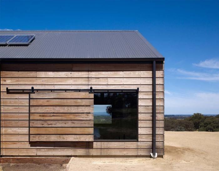 Hill-Plain-House-Wolveridge-Associates-Victoria-Australia-solar-panels-black-roof-sliding-barn-door