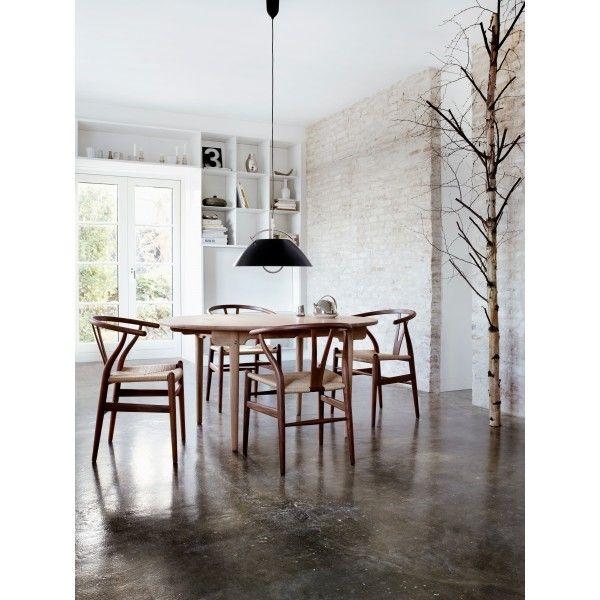 Carl Hansen CH24 Wishbone stoel Classic Natural Paper Cord. Deze #stoel is een uniek design van de wereldberoemde ontwerper Hans Wegner voor het bedrijf van meubelmaker Carl Hansen. #CarlHansen #design #Flinders