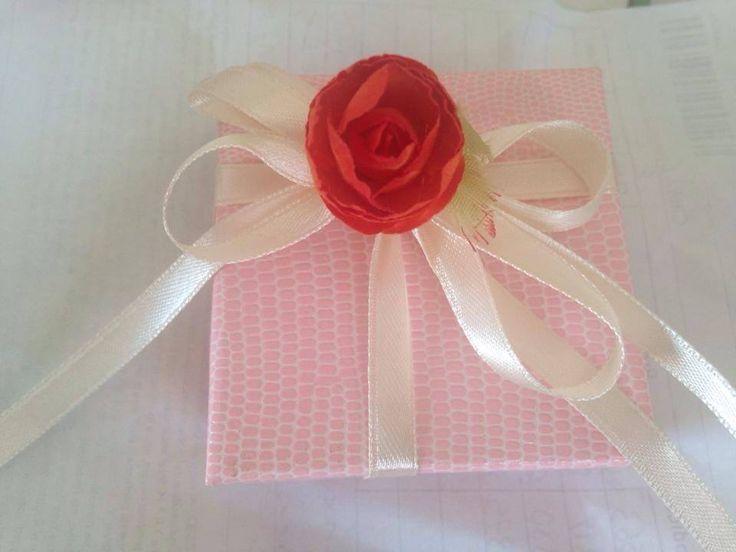 Astuccio rosa con nastro bianco e rosa rossa - Anna Stile Jewels -