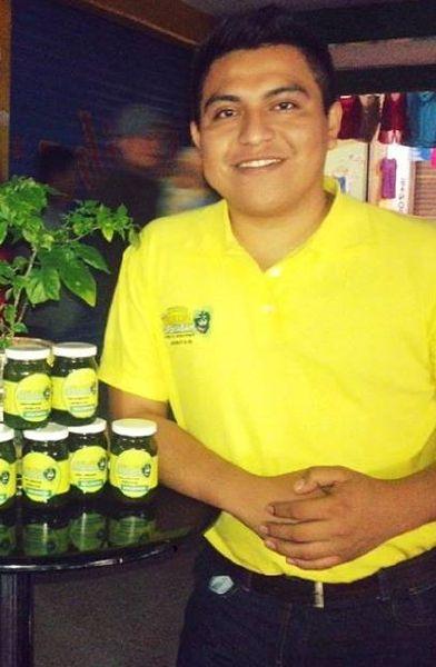Álvaro José Pech Dzib, quien tiene 25 años de edad y es ingeniero en Sistemas Computacionales por el Instituto Tecnológico Superior de Motul, representará al municipio en la feria AgroBaja, a realizarse del 3 al 6 de marzo próximo en Mexicali, Baja California.