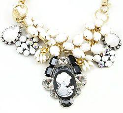 Queen Head Pendant Choker Necklace