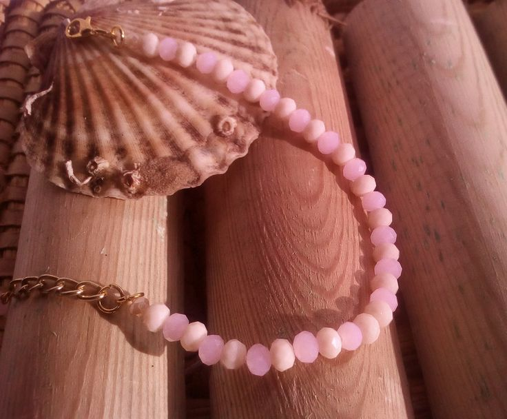 pulsera de cristal facetado rosa palo y crema cierre dorado, femenina, casual, actualidad, romantica,casual de LasHadasArtesanas en Etsy