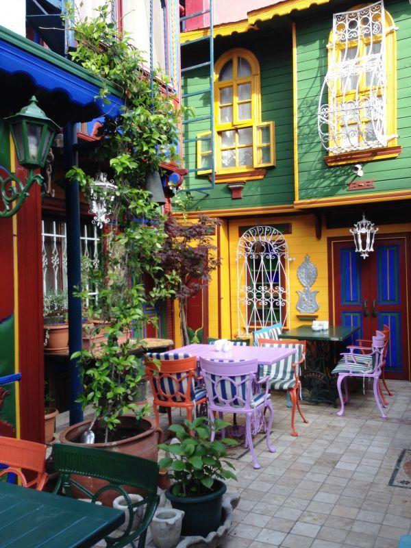 Kybele Hotel garden cafe Kapatmak için tıklayınız. İleri geri yön tuşlarını kullanarak resimler arasında dolaşabilirsiniz...