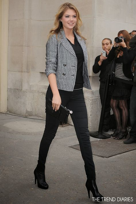 Kate Upton at the Chanel Fashion Show during Paris Fashion Week Womenswear Spring/Summer 2014 in Paris, France - October 1, 2013