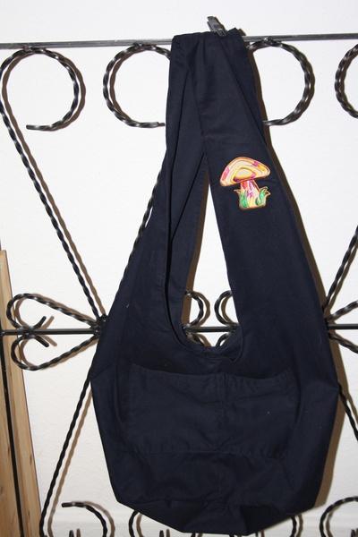 Hippe Tasche mit Pilz Aufnäher.