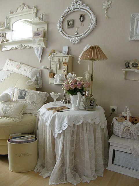 Romantic wall in bedroomBathroom Design, Decor Ideas, Romantic Bedrooms, Empty Frames, Shabby Chic, Tables Skirts, Living Room, Design Home, Design Bathroom