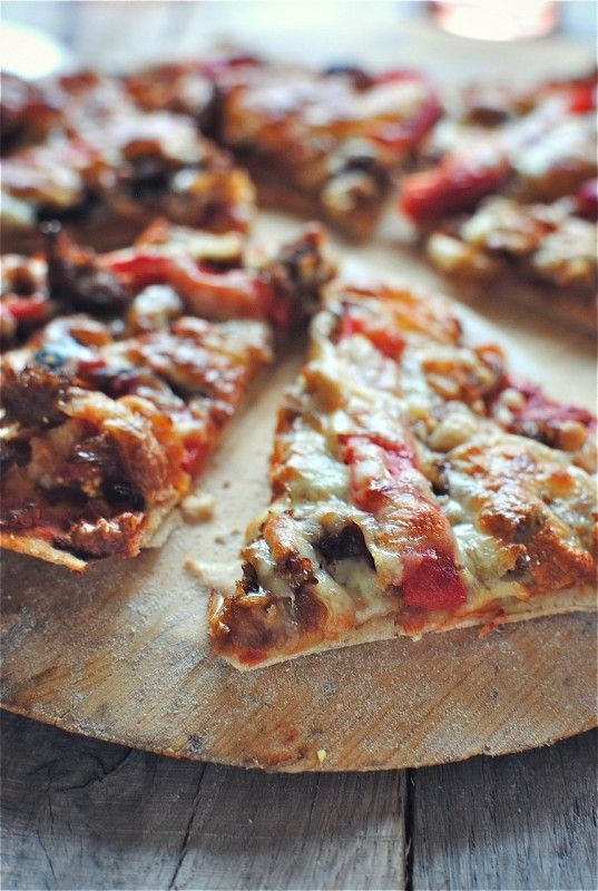 ... crust pizza with caramelized onions, sausage and roasted red peppers
