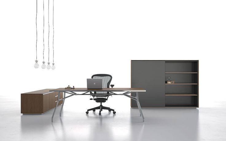 """Iron, la nuova scrivania pensata per lo studio dallo """"Studio Claudio Bellini""""un design unico di respiro internazionale, caratterizzato dalla leggerezza della struttura ispirata alle travi particolari."""