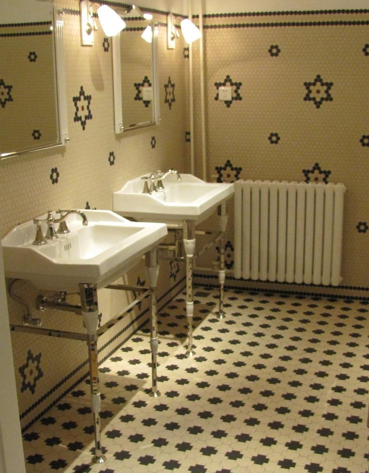Rochdale Nieuwe Badkamer ~ Monarque Art Deco faucet and washbasin Winckelmans Textrix tile floor