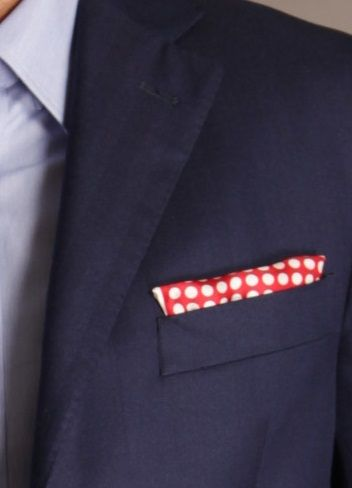 Pochette Piacemolto® rossa a pois bianchi.   Piacemolto® collection: http://www.piacemolto.com/it/4-fazzoletto-da-taschino/