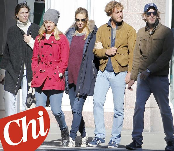 """Princess Caroline's children: Pierre Casiraghi and his wife Pregnant Beatrice Borromeo, Andrea Casiraghi and his wife Tatiana Santo Domingo and Princess Alexandra of Hanover were seen in New York. This is the cover of the italian magazine """"Chi"""". Nov. 2016"""