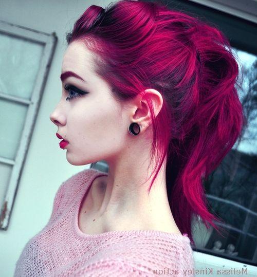 малиновые волосы