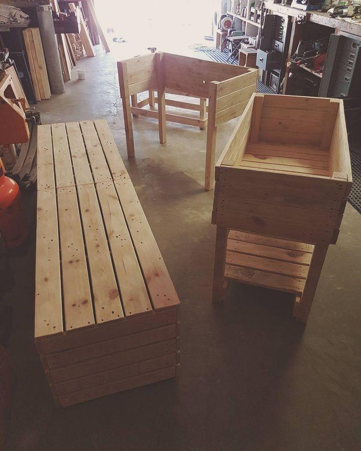 Featuring Pallet Bench Designs