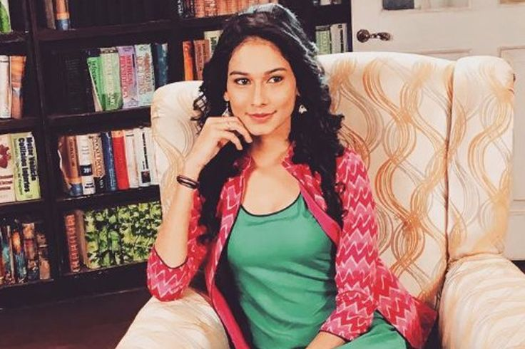 Aneri Vajani aka Saanjh from 'Beyhadh' FINALLY replies to fans' 'Hatred'..!  http://tellygossips.me/aneri-vajani-aka-saanjh-beyhadh-finally-replies-fans-hatred/
