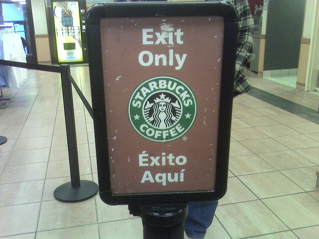 EXIT ONLY translated to ÉXITO AQUÍ #SpanishFail