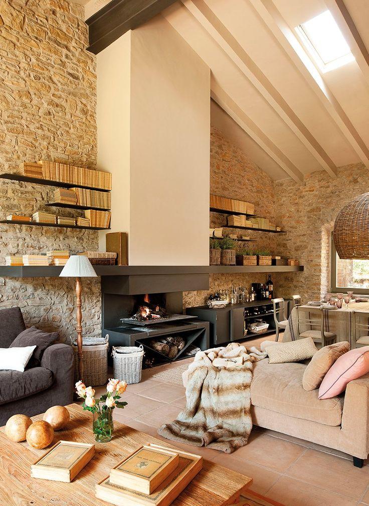 Para guardar  La librería de Forjats Fonteta rodea el tiro de la chimenea. Lámpara de pie de Deco & Co.