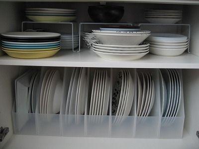 仕切りスタンドのおすすめ商品や使い方実例をご紹介します。仕切りスタンドは、書類や本を分類するための仕切りなのですが、これが家の中で大活躍すると話題になってるんです。食器の収納、フライパンの収納などにも使うことができますよ。無印良品や100均の商品をご紹介します。