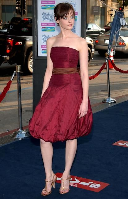American actress, Alexis Bledel is 5 ft 7 in or 170 cm tall...