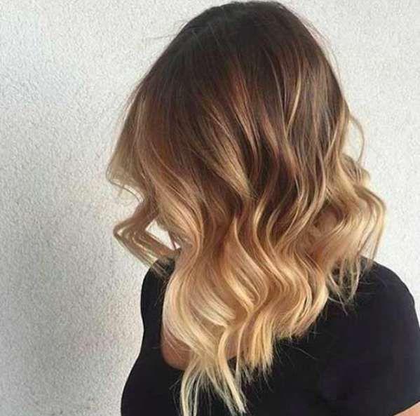 Tagli capelli 2017 must have - Medium bob asimmetrico e mosso con sfumature bionde
