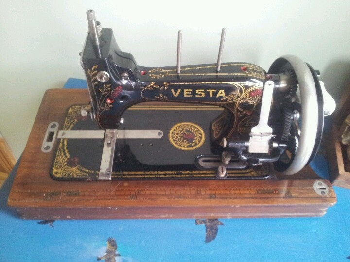 Old Vesta sewing machine...if only I could fix it!