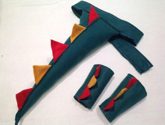 Kit Cauda de Dinossauro e bracelete em feltro.