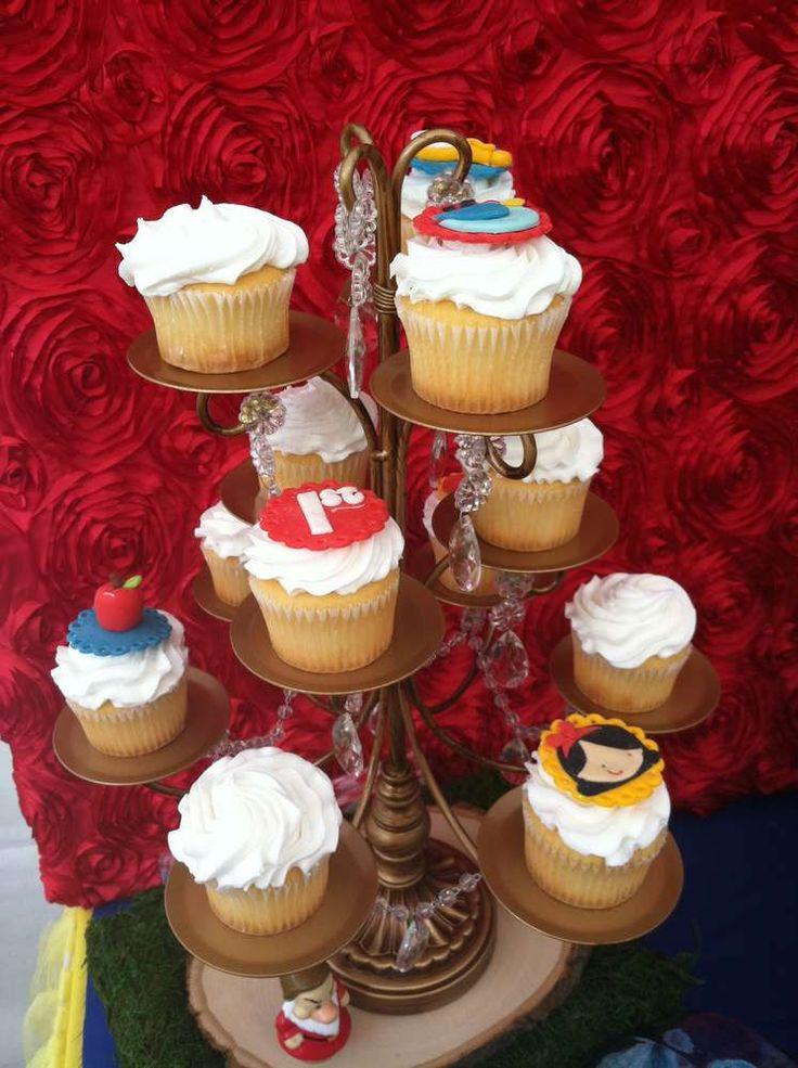 Snow White Birthday Party Ideas   Photo 28 of 30