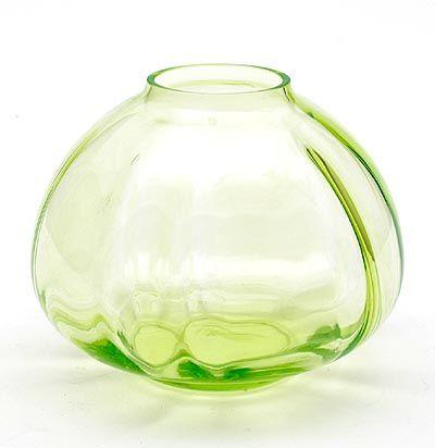 Groen glazen vaas Mira ontwerp W.J.Rozendaal 1931 uitvoering Kristalunie Maastricht