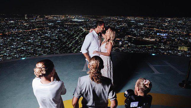 صور فيرديناند يقدم خاتم الخطوبة إلى الممثلة كايت رايت احتفل النجم الإنجليزي ولاعب الكرة السابق ريو