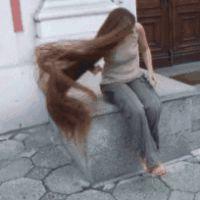 Saçlarınızın normalden 3 ila 5 kat daha hızlı uzamasını istiyorsanız Hint yağı ile saç uzatma yöntemini deneyebilir ve saçlarınızın kalınlaşıp uzadığını görebilirsiniz.