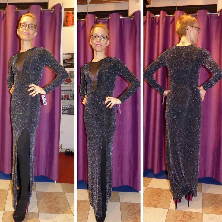 Sexy abito lungo con lo spacco Goddiva  Sexy abito lungo con lo spacco    Manica lunga    Scollatura vedo non vedo    Luccicante    Colore nero/argento    Taglia unica xs/s/m    Goddiva UK      https://www.lorcastyle.it