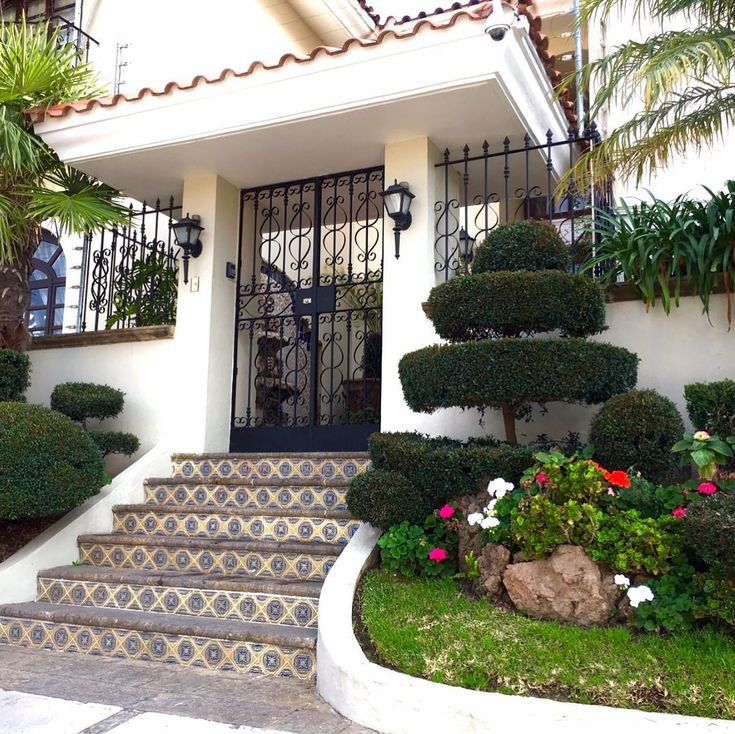 Beautiful homes in Guadalajara with amazing landscaping. Most beautiful landscaping and vegetation Ive seen  in any large city. Combine that with the surrounding mountains and youve got paradise!. #vacation 2018 #guadalajara #home #landscaping #vegetation #sceneryphotography